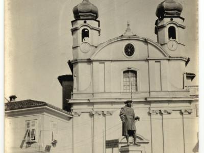 Cormons - la piazza col monumento a Massimiliano. aprile 16 - (ASDM - coll. Casato)
