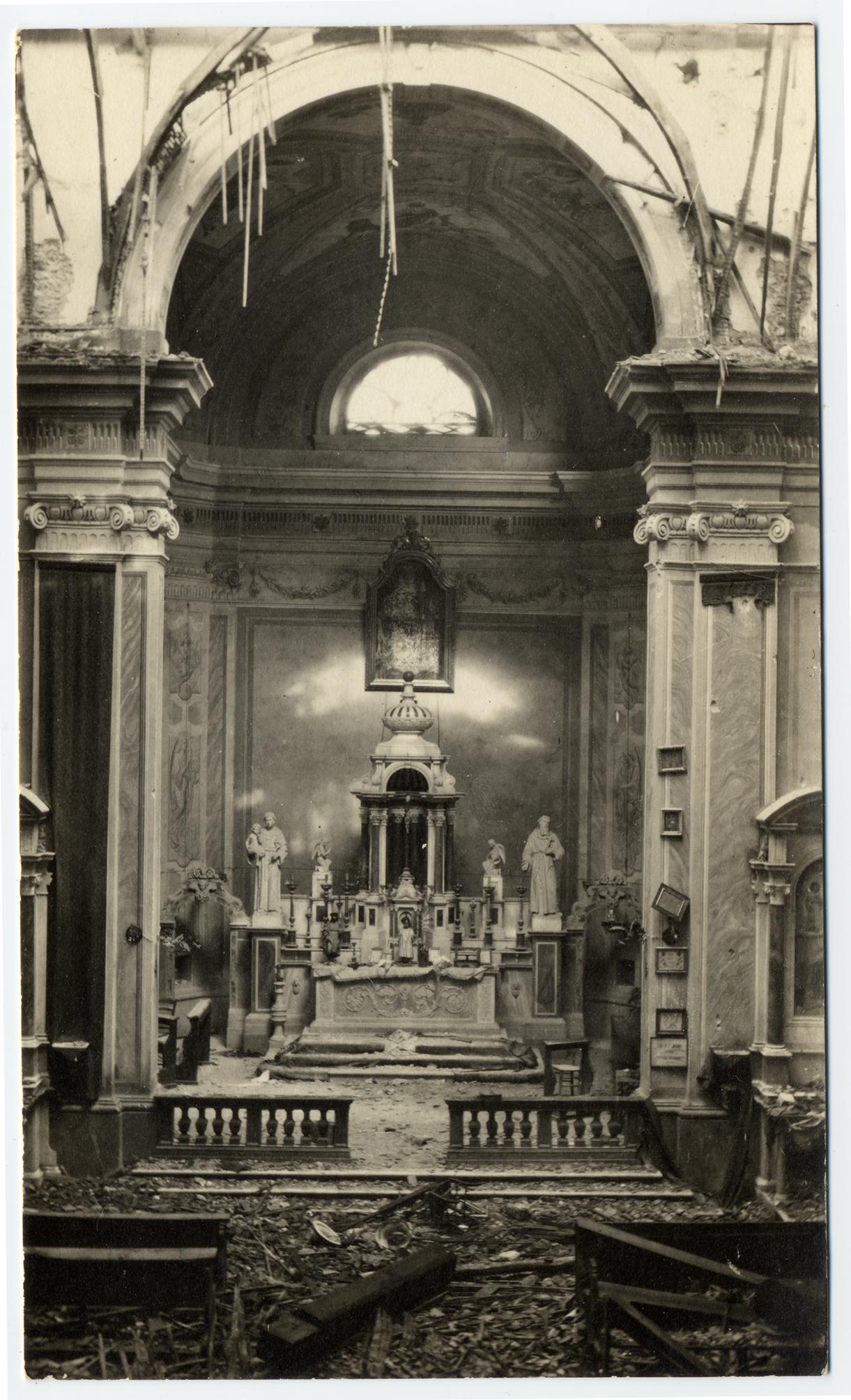 Gradisca nel febb. 1916. Interno della chiesa  del Mercatuzzo devastata dalle granate  - (ASDM - coll. Casato)